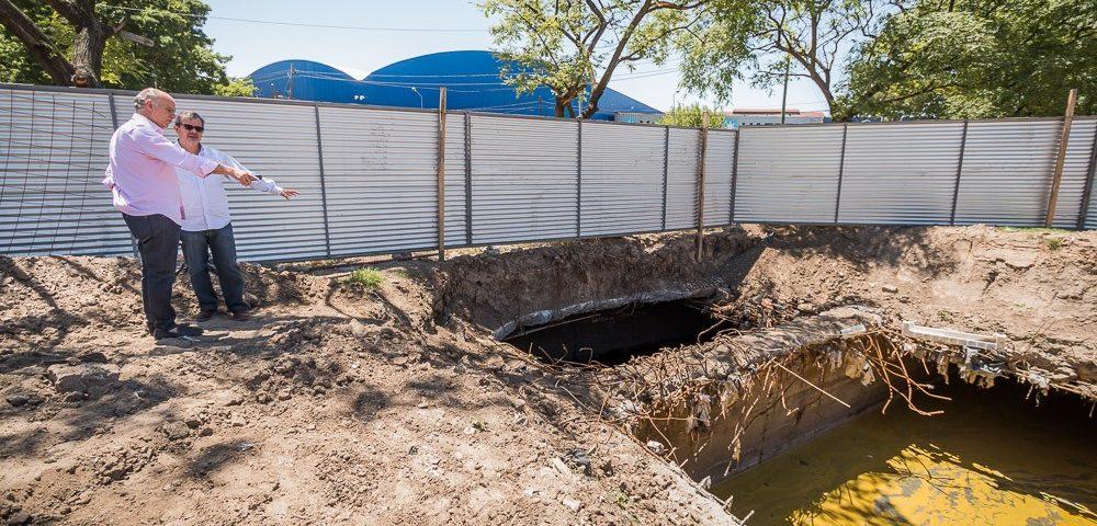 Continúan las tareas de limpieza del desagüe del Arroyo Galíndez
