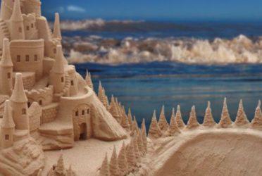 Comienzan los concursos de castillos y figuras de arena en La Costa