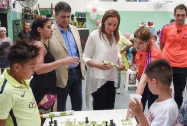 Vidal visitó un centro de infancia barrial en su primera recorrida tras sus vacaciones