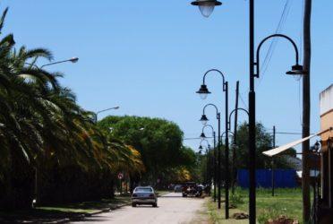 Avanza la obra de instalación de nuevas luminarias en la avenida Quetgles